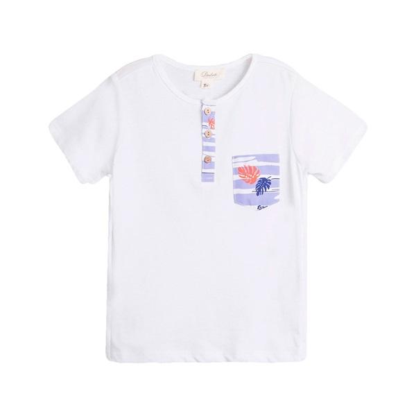 Image de Camiseta de niño en blanco con detalle bolsillo