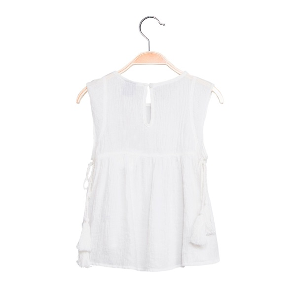 Imagen de Blusa de niña en blanco con borlas