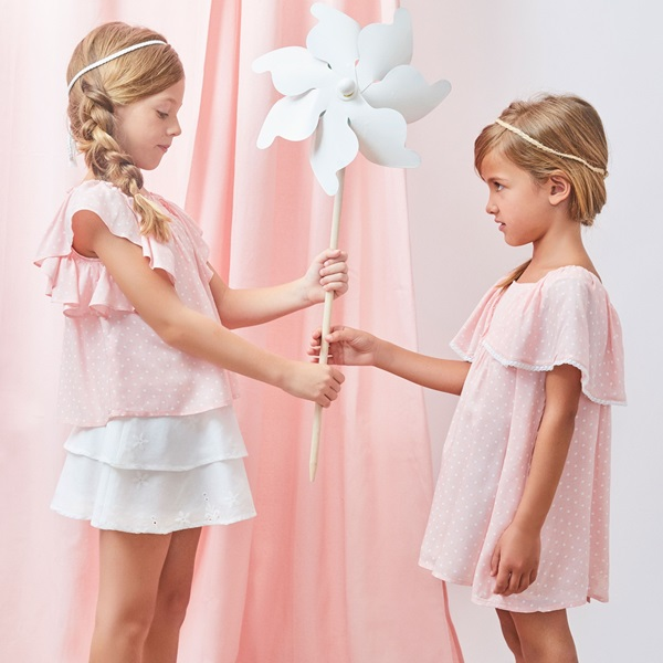 Imagen de Falda de niña en blanco con volantes bordados