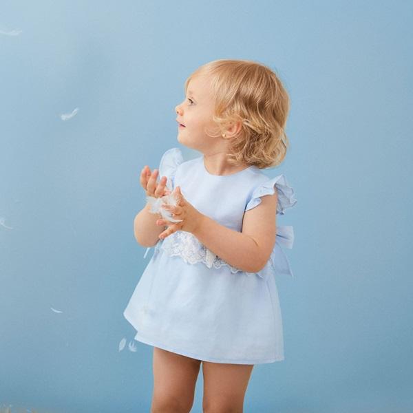 Image de Vestido de bebé niña en azul claro con braguita
