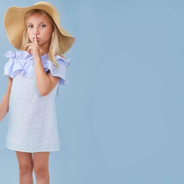 Image de Vestido de niña en blanco con volante