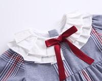Imagen de vestido de cuadros con cuello plisado