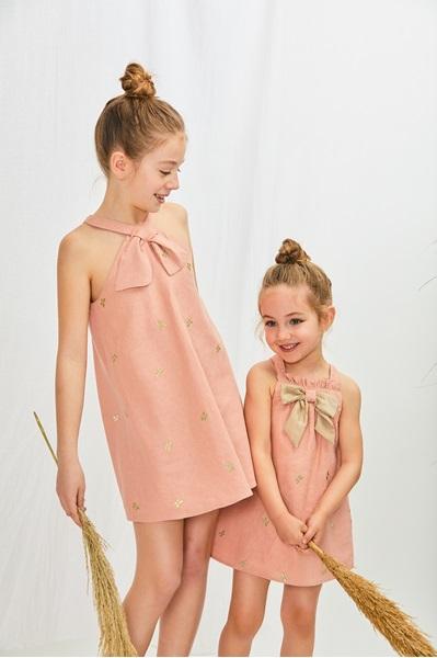 Imagen de vestido bebé ceremonia rosa con bordado de mariposas doradas