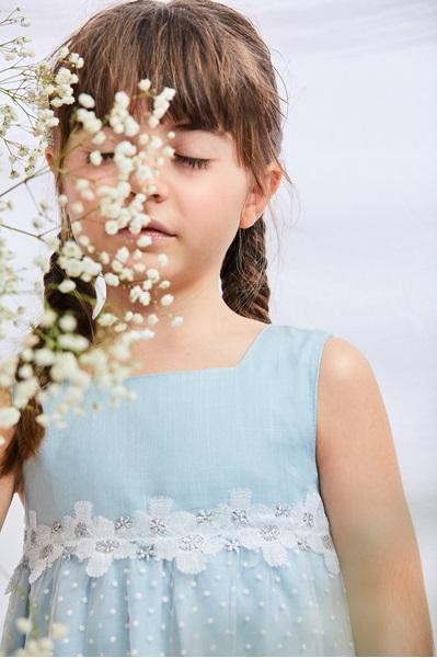 Imagen de Vestido niña de ceremonia de corte evasé azul, blanco y plateado