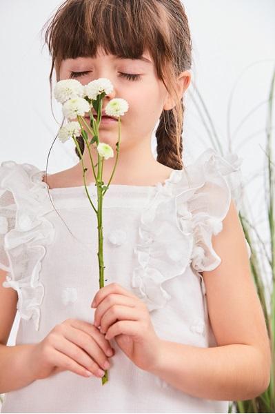 Imagen de Vestido niña con pompones en relieve blanco