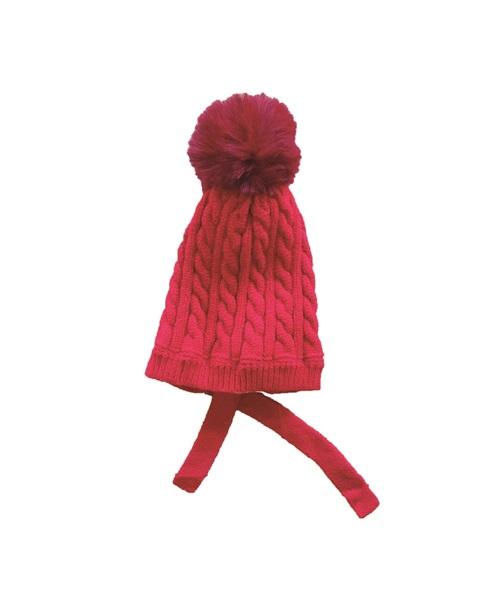 Imagen de Gorro rojo de punto trenzas con pompon de pelo y tiras para atar