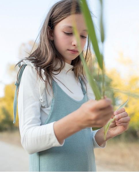 Imagen de Peto largo de niña teen tejido punto verde