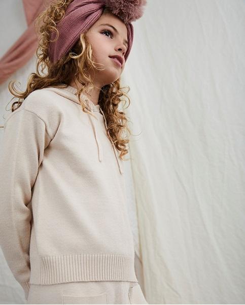 Imagen de Jersey beige de teen con capucha de punto suave