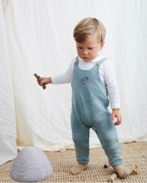 Imagen de Peto bebé de punto verde con bordado bellota
